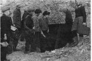 Горы Уши. Школьники перед входом в пещеру. 1970-е годы