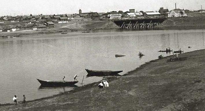 Река Камышинка. Вид на первый, деревянный Бородинский мост