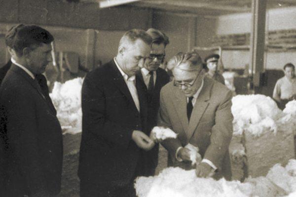 Председатель Совета Министров СССР А. Н. Косыгин на 10-летии пуска первой очереди Камышинского хлопчатобумажного комбината. 12 июля 1965 года
