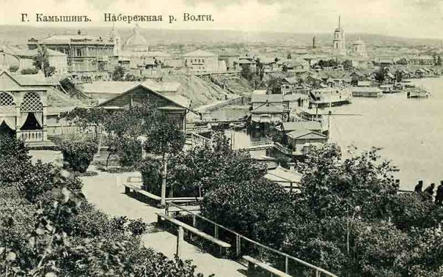 Камышин. Начало XX века. Часть бульвара на переднем плане