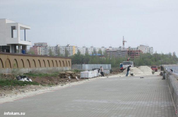 Идут работы по реконструкции набережной
