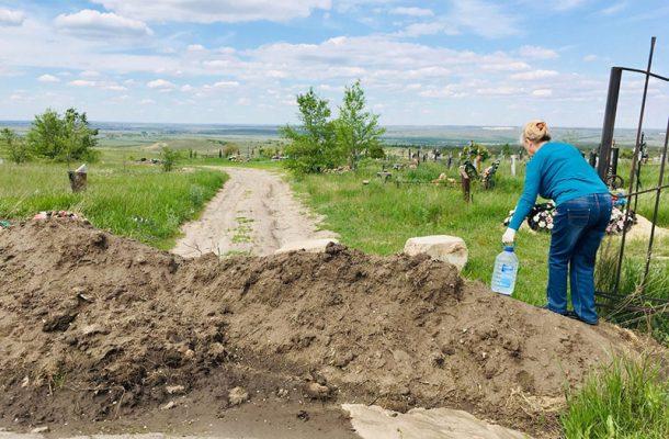 Подъезд с грунтовой дороги к кладбищу (фото Наталья Коваленко)