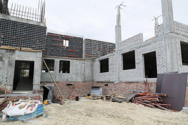 На строительстве нового детсада (пресс-служба администрации области)