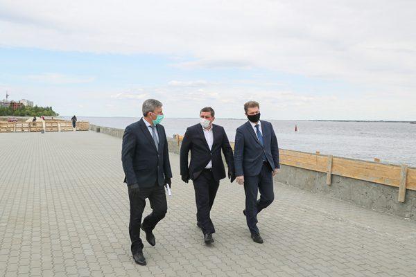 На набережной Камышина (пресс-служба администрации области)