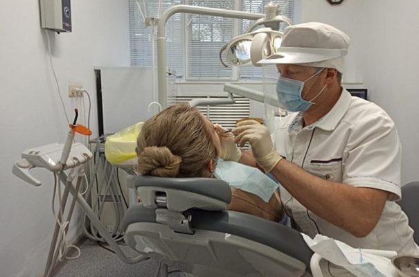 На приёме у стоматолога (пресс-служба областной администрации)