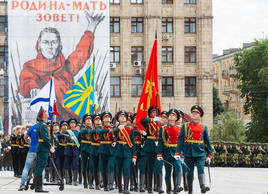 Парад Победы в Волгограде (пресс-служба администрации Волгоградской области)
