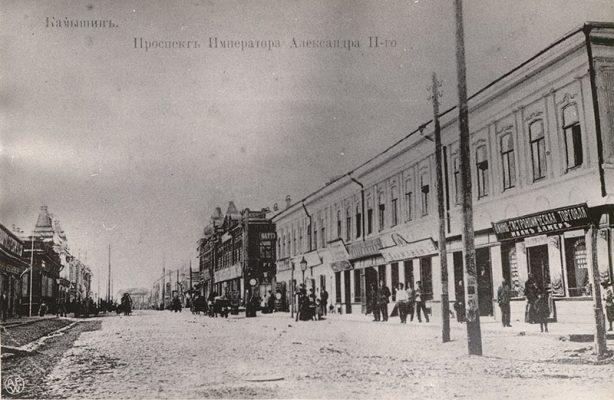 Старинная почтовая карточка с видом проспекта Александра Второго в Камышине (справа здание, о котором наш рассказ)