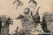 На бахче под Камышином (1936 год, архив семьи Арзумановых)