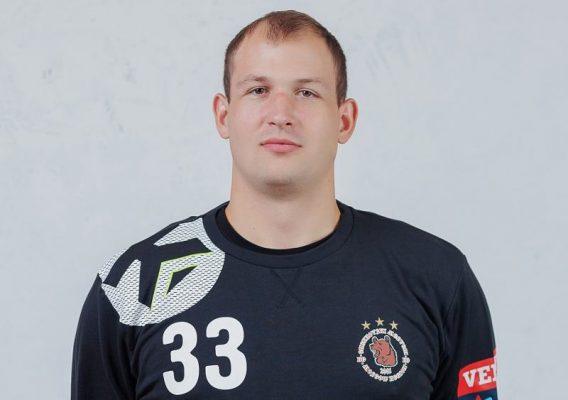 Голкипер, камышанин Алексей Стельмах
