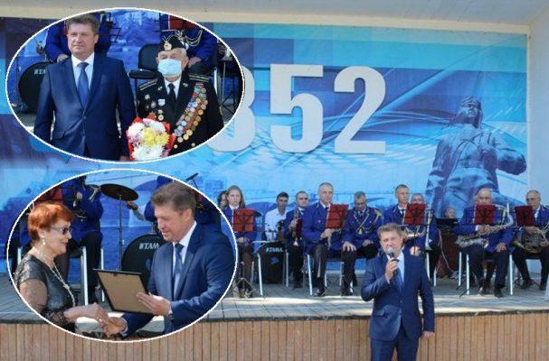 На церемонии награждения (пресс-служба администрации Камышина)
