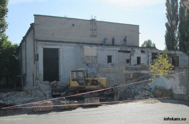 Камышин. Идет демонтаж бывшего Дома офицеров