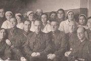Сотрудники эвакогоспиталя № 3240. В центре (в очках) В.К. Жак