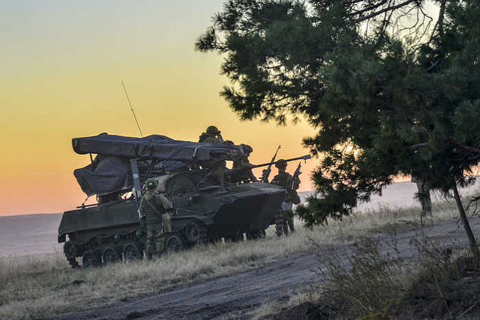 Десантники 56-й отдельной десантно-штурмовой бригады после завершения контрольной проверки (фото Минобороны России)