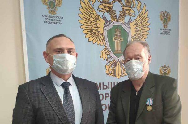 Камышинский городской прокурор А.Я. Киселев (слева) и А.И. Кипень
