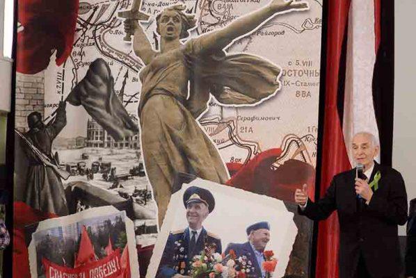 Василий на сцене Волгограда/Сталинграда (из архива пресс-службы администрации Волгоградской области)