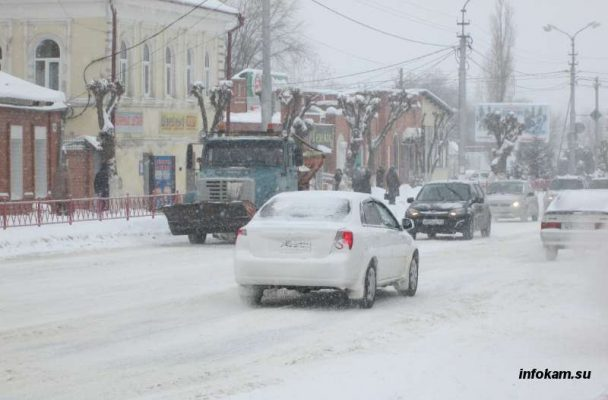 Борьба со снегом в Камышине
