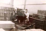 Вытаривание банок и укладка их в колонны (1967 год))