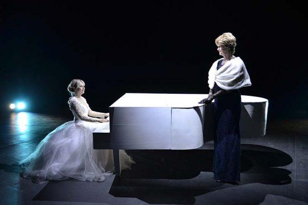 «Афинские вечера» (Фото с сайта http://teatrkd.ru)