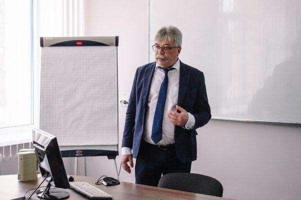Докладывает первый проректор ВолгГТУ Сергей Кузьмин (пресс-центр КТИ)