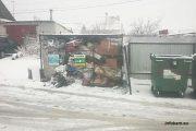 Камышин. Улица Калинина. Контейнеры забиты под завязку