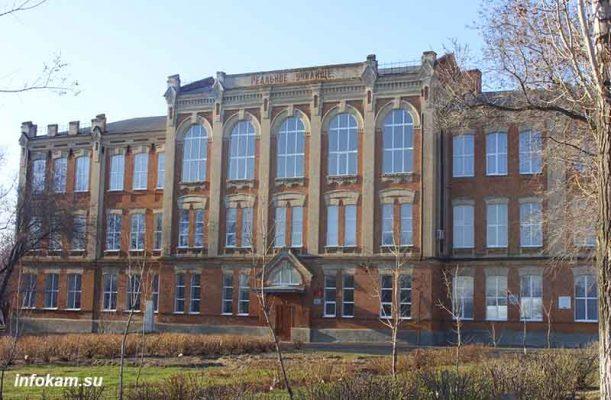 Камышин. Школа № 4, бывшее Реальное училище