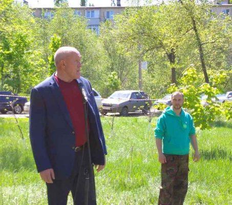 В посадке саженцев принимал участие председатель Камышинской городской думы Владимир Пономарев