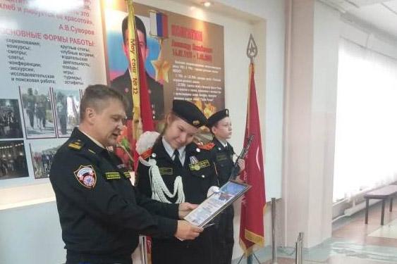 Вручение Благодарственных писем Александре Котенко (пресс-служба администрации Камышина)
