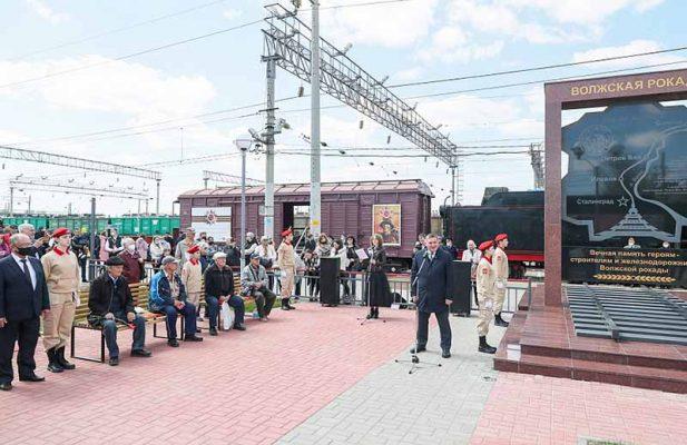 На открытии памятного комплекса (пресс-служба администрации Волгоградской области)