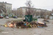 Камышин. Мусорные стоянки во дворах на улице Ленина (20 апреля)