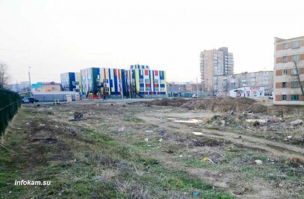Будущая территория благоустройства (вид на ул. Гоголя в сторону нового детсада). Автор фото Пётр Баранов