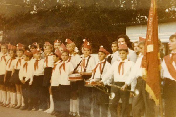 Встреча пионерами делегации из Опавы в городском парке Камышина (1973 год)