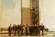 """Фотография делегации из Опавы на фоне стелы """"300 лет Камышину"""""""