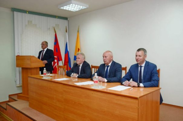 На встрече с районным активом (пресс-служба администрации Камышинского района)