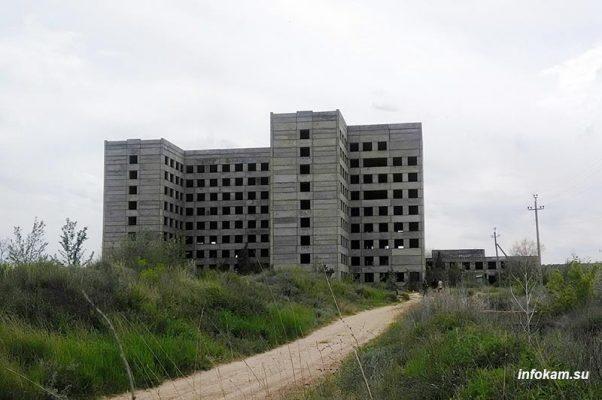 Камышин. Недостроенная больница «на дамбе»