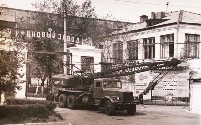 Кран К-162, созданный из металлолома, собранного пионерами Камышина