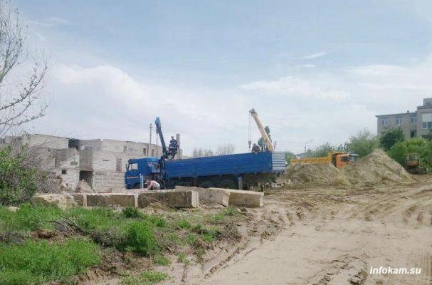 Камышин. Идут работы по демонтажу недостроенного хирургического корпуса (фото Пётр Баранов)