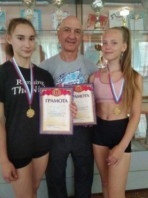 Воспитанницы Владимира Григорьевича Батырева (в центре)