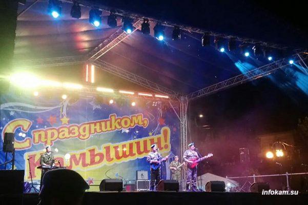 Камышин. На сцене ВИА «Голубые береты» (фото Пётр Баранов)