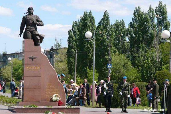 Камышин. Памятник Герою Советского Союза А.П. Маресьеву