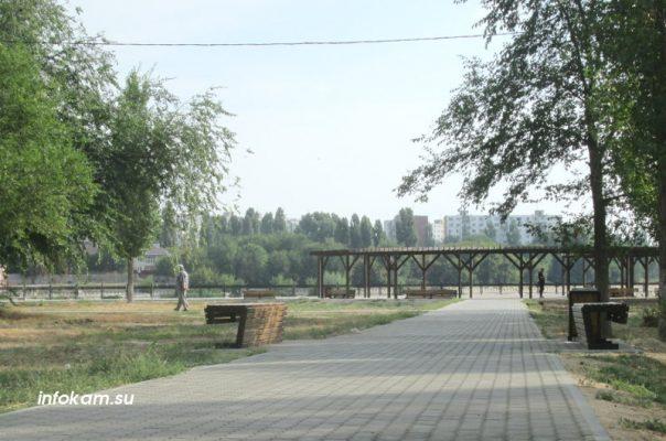 Камышин. Обновленная главная аллея парка Топольки