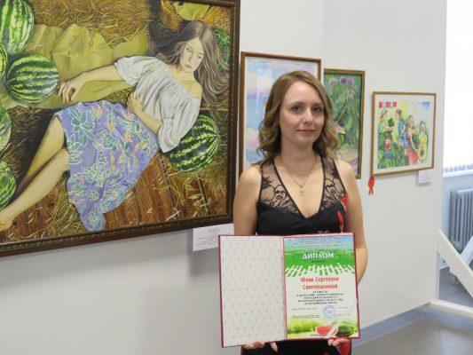 Победитель в категории «Профессионалы» Юлия Савелюшкина со своей работой «После сбора урожая» (фото Камышинский историко-краеведческий музей)