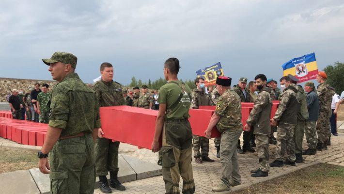 на военно-мемориальном кладбище «Россошки» (Городищенский район)