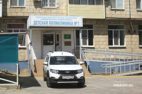 Новая «Лада Ларгус» у детской поликлиники № 1