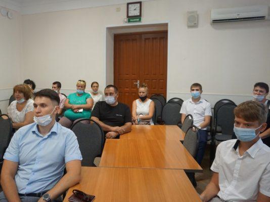 На встрече с абитуриентами (пресс-служба мэрии Волжского)