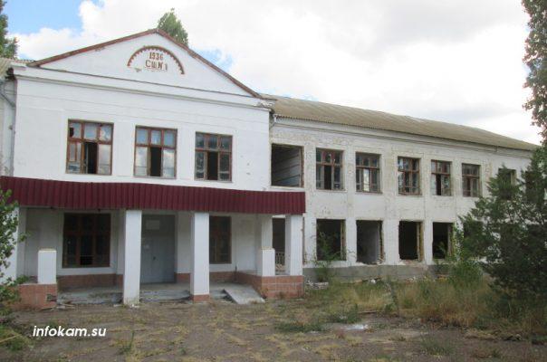 Камышин. Идёт демонтаж бывшей школы № 1