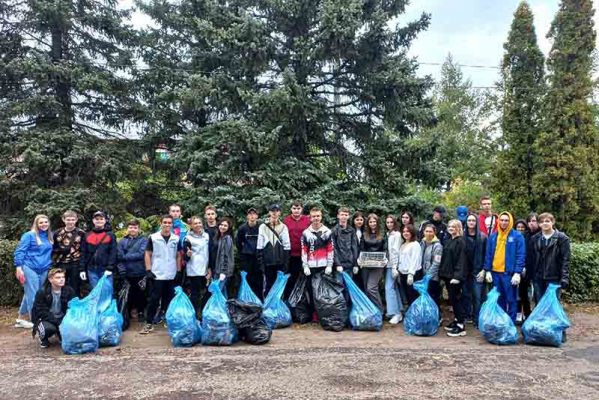 Экологическая акция в лесопитомнике ВНИАЛМИ (Центр «Планета молодых»)