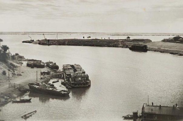 Камышин. Земляная стрелка-коса на реке (1958-59 годы)