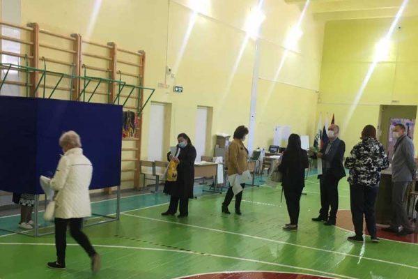Камышин. Школа № 12, избирательный участок № 4339 (фото Ольга Зеленяк)